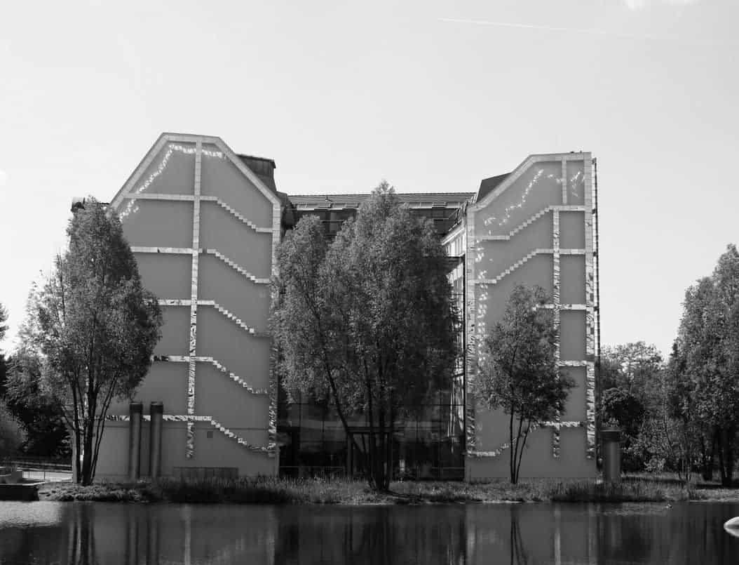 Spiegelwand Potsdamer Platz schwarz weiß